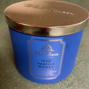 Iced vanilla woods candle